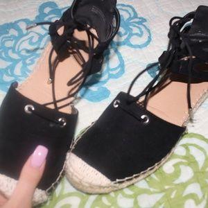 Black sandlas